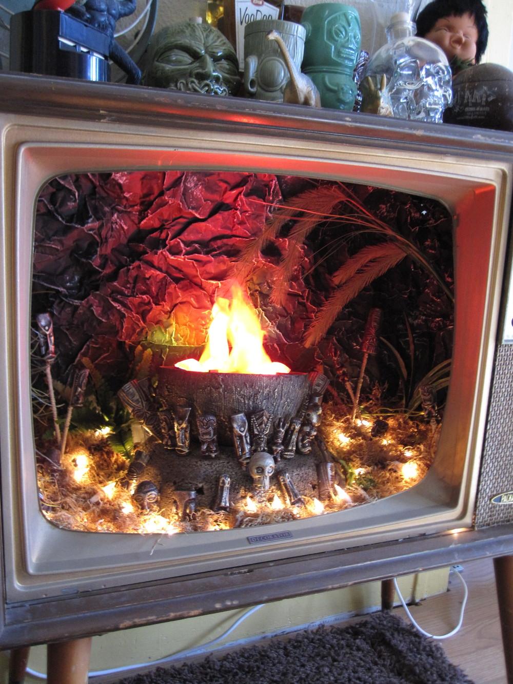 TIKI TV IMAGE 05.JPG