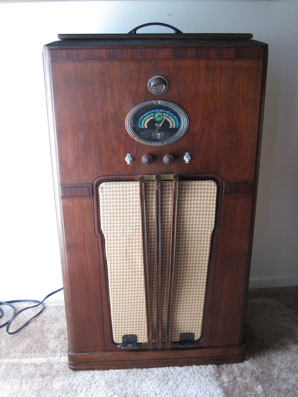 COCTAIL STEREO CABINET IMAGE 03.JPG