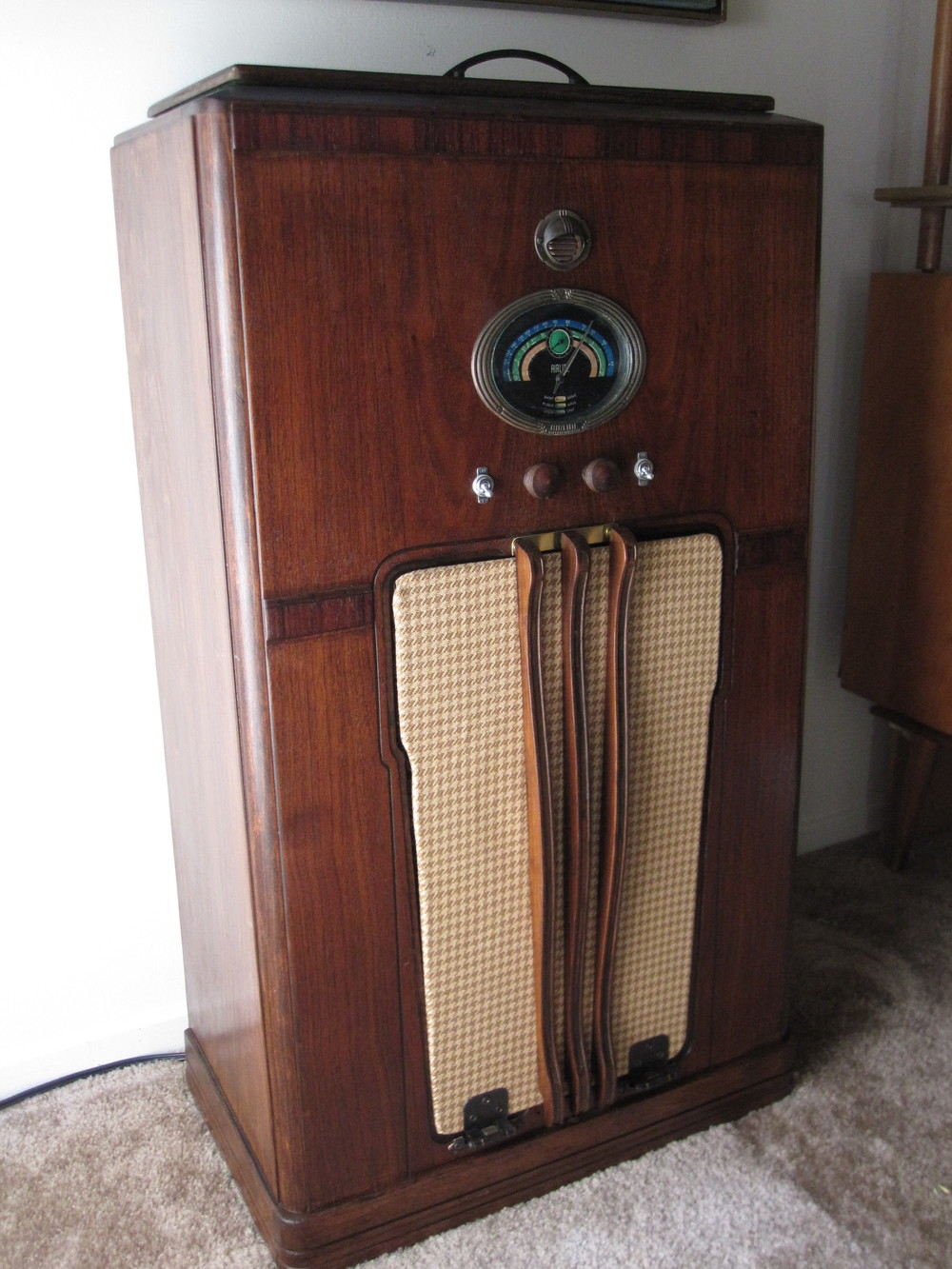 COCTAIL STEREO CABINET IMAGE 04.JPG