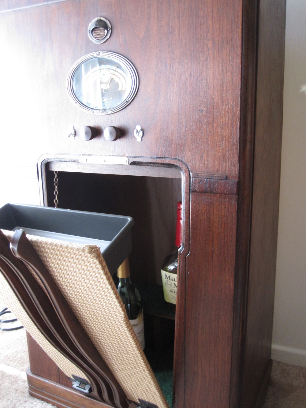 COCTAIL STEREO CABINET IMAGE 06.JPG