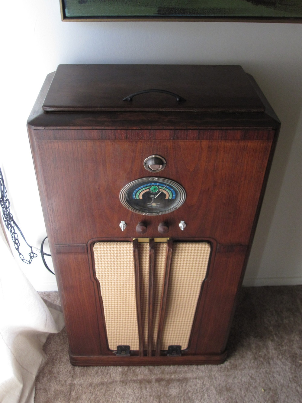 COCTAIL STEREO CABINET IMAGE 09.JPG