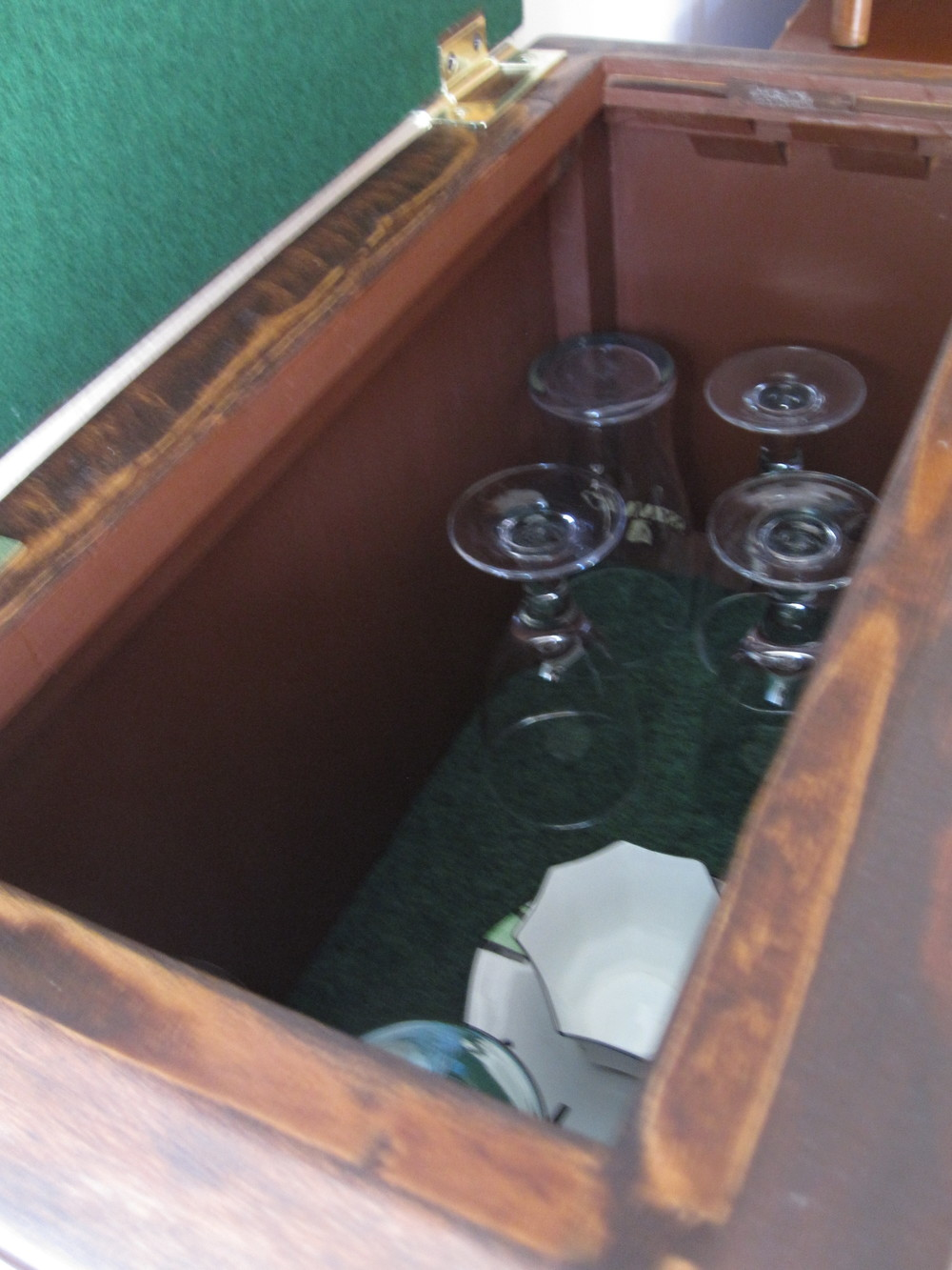 COCTAIL STEREO CABINET IMAGE 12.JPG