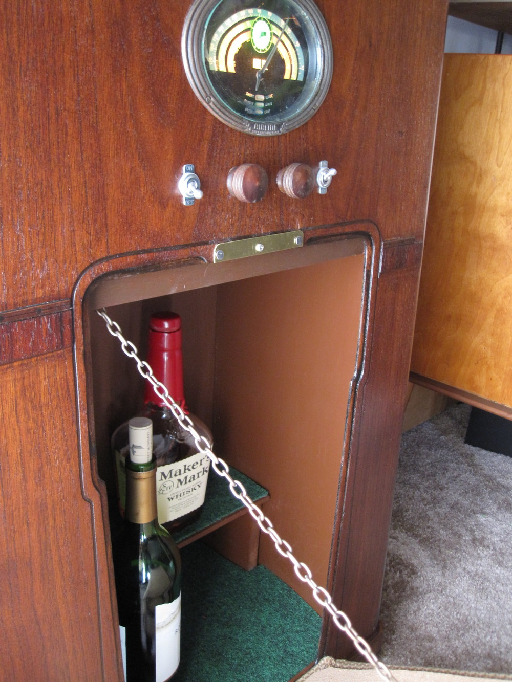 COCTAIL STEREO CABINET IMAGE 14.JPG