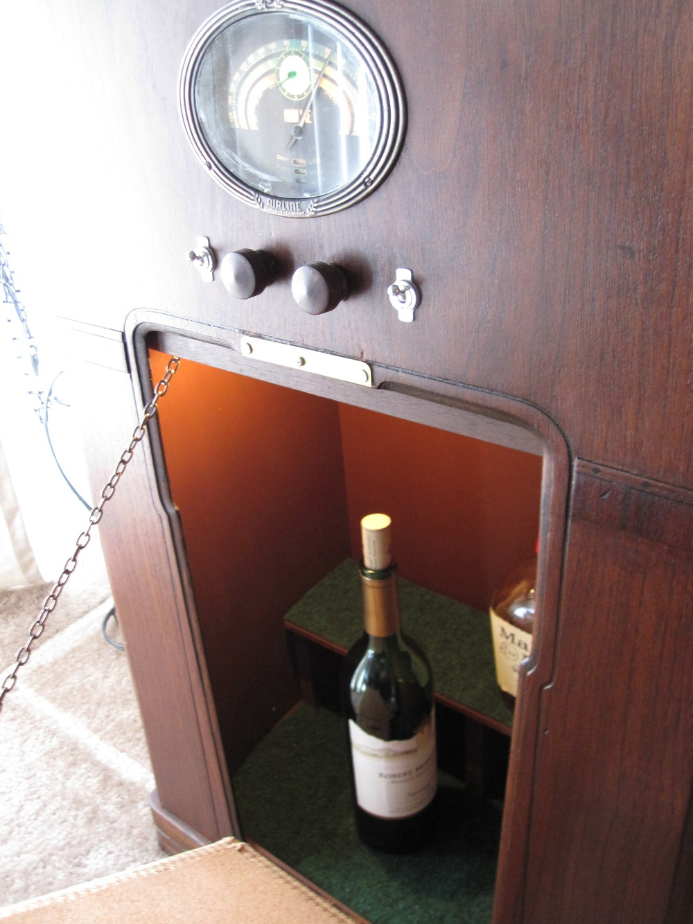 COCTAIL STEREO CABINET IMAGE 15.JPG