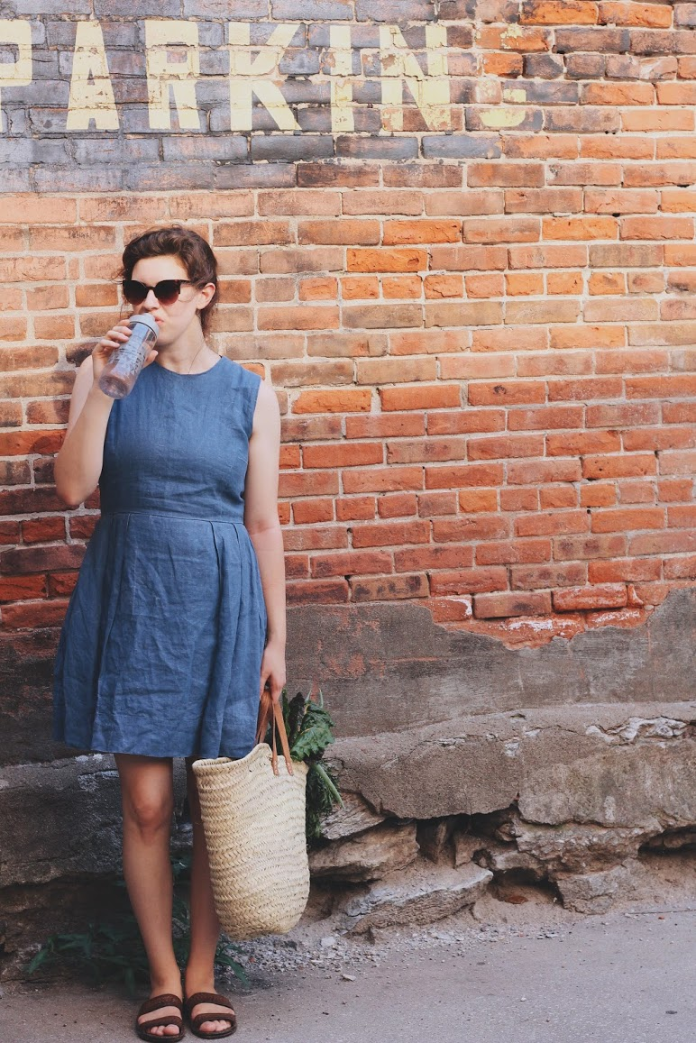 Water Infuser  c/o  Aladdin  |  Linen Dress  -  Gap  |  Woven Market Bag  - Amazon | Sunglasses -  Dry Goods USA  |  Sandals  - Amazon