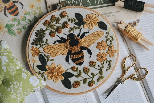 Sweet Honey Bee Digital Embroidery Pattern Under A Tin Roof