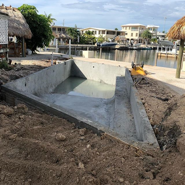 A tight space equals a really awesome pool design! #parallelogram #islamoradapools