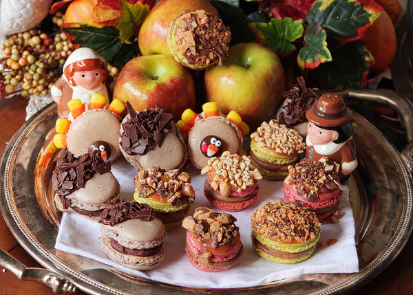 thanksgiving-themed-holiday-macarons-1.jpg
