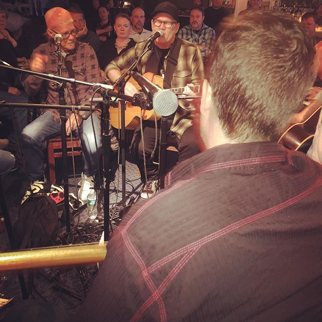 I've got the best seat in the house here in the round at @bluebirdcafetn. What an honor to trade songs with Greg Barnhill, Chuck Cannon, Kim Carnes, Billy Panda & Dave Ellingson! We're here for a fundraiser for #johnjarrardfoundation. John Jarrard was a great #songwriter who endured type 1 diabetes that led to blindness, loss of limb, and other challenges. Despite all that, he spread lots of hope and love while writing some great songs. I met him while I was a student and was so inspired. It's a full circle experience to play this event as a pro songwriter, doing a small part in carrying on his legacy and spreading more hope, love—and #originalmusic. . . #nashville #songwriterlife #songwriters #musiccity #johnjarrard #liveyourbestlife
