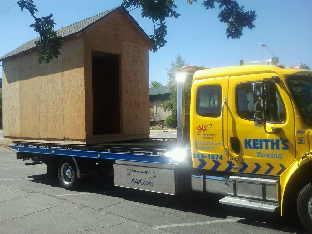 shed on flatbed.JPG