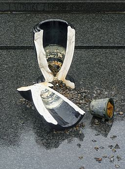 Broken vase on a grave, in a cemetery in Belgium  By Jamain (Own work) [GFDL (http://www.gnu.org/copyleft/fdl.html) or CC BY-SA 3.0 (http://creativecommons.org/licenses/by-sa/3.0)], via Wikimedia Commons