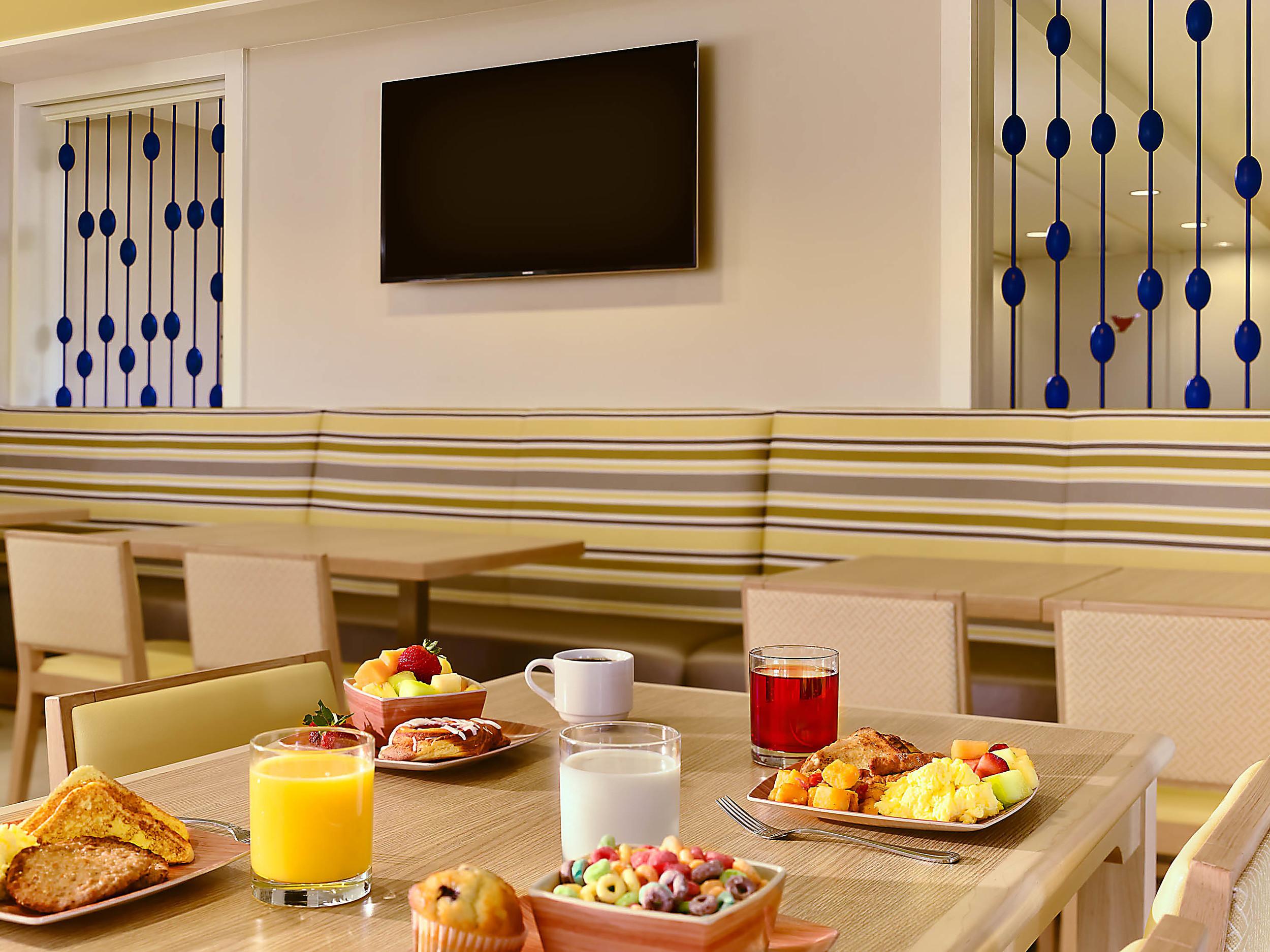 Sonesta ES Suites Orlando breakfast