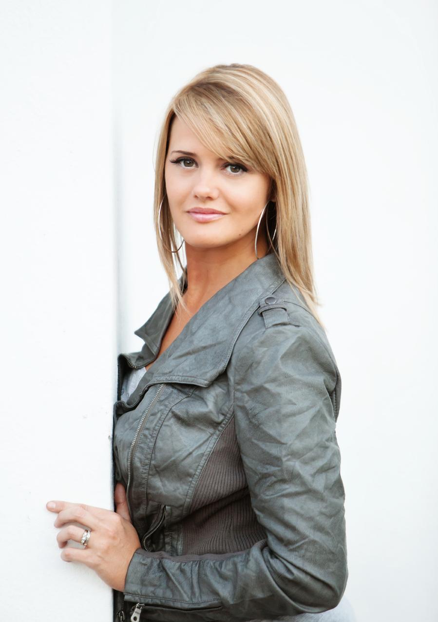Melissa Slater bee logo hive workshops slater studios photographer headshot