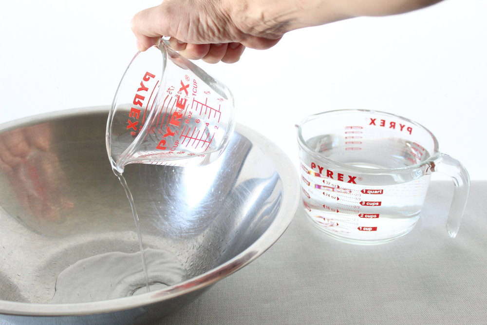 add vinegar pyrex measuring cup.JPG