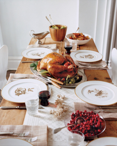 Something so beautifully simple about this lovely Thanksgiving table.