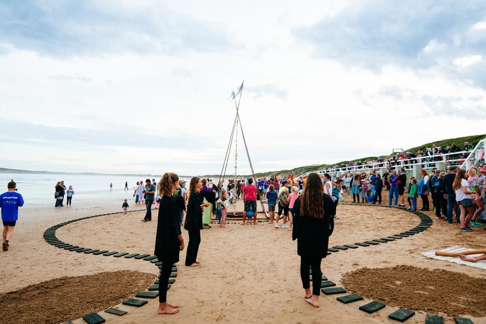 Suyin Honeywell's bamboo sculpture at the centre of the walking circle at Ocean Grove. Image by Dean Walters Photography.