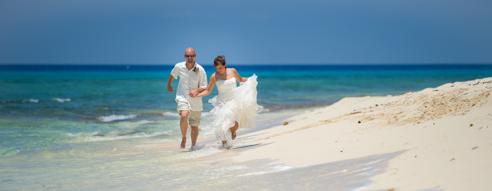 Simple Beach Wedding for a cruise ship couple, Surfer's Beach, Grand Cayman