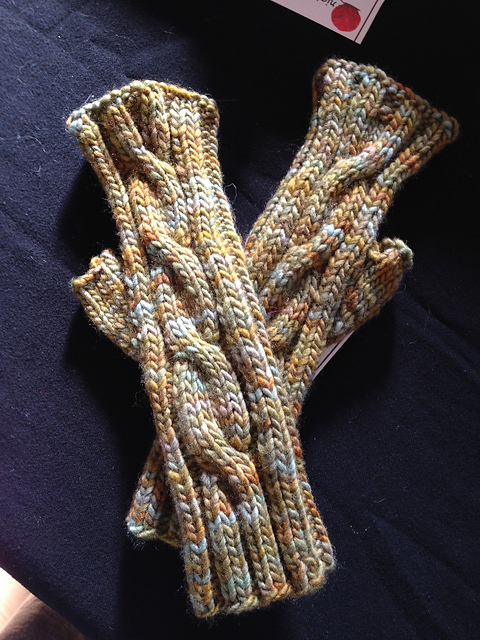cabled fingerless gloves.jpg