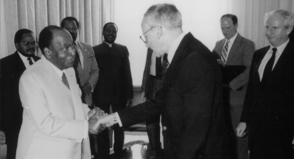 President Félix Houphouët-Boigny of Côte d'Ivoire greets Assistant Secretary of State Cohen in Abidjan (1991).