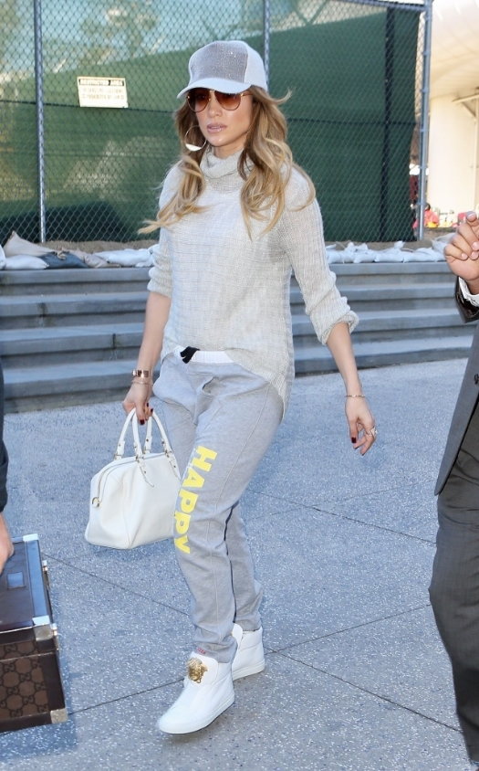 jennifer-lopez-casual-style-lax-airport-in-los-angeles-february-2015_4.jpg