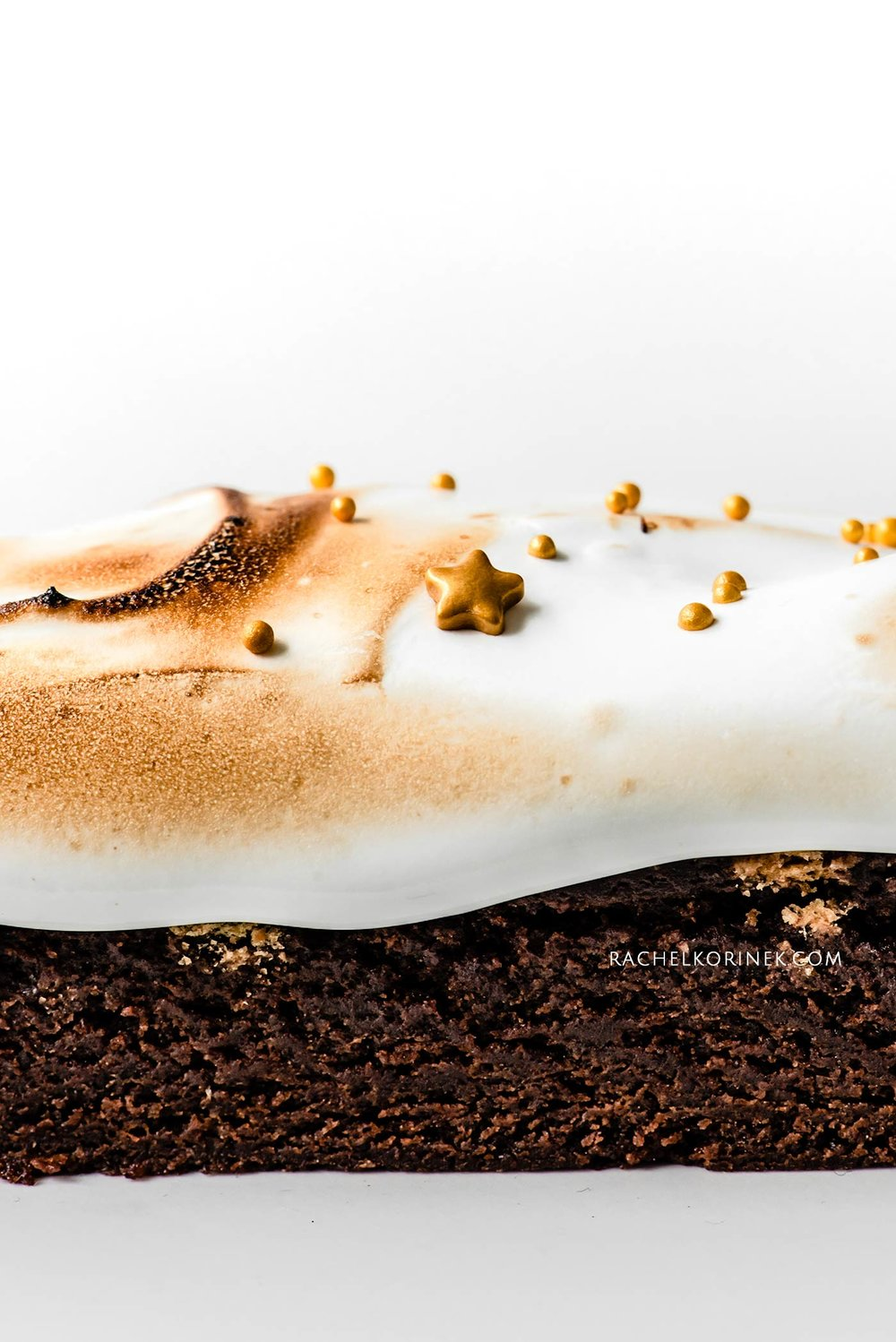 Rachel Korinek   Food Photographer Christmas S'mores Brownies  Click to check out my latest food photography projects.  #twolovesstudio #beautifulcuisine #foodbloggerpro #foodphotography #learnfoodphotography #foodblogger #learnphotography #foodstyling #lightingtips #naturallight #foodphotographer