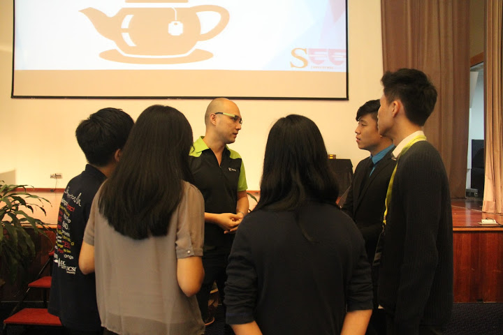 Stanley with some of the attendees and USCI University students