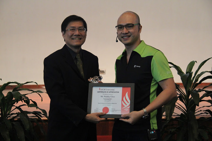 Stanley receiving his certificate of appreciation for being a keynote speaker at the conference