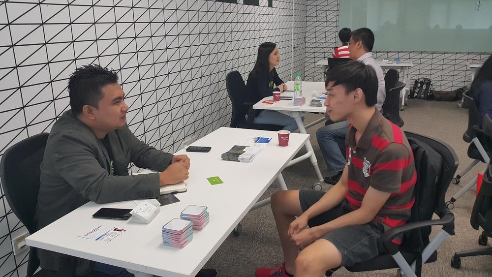 Amirul Faisyal (Head of Performance Team) with an 11street Academy seller