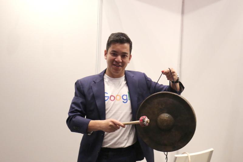 Emcee Ben Ibrahim posing with Gapture's gong