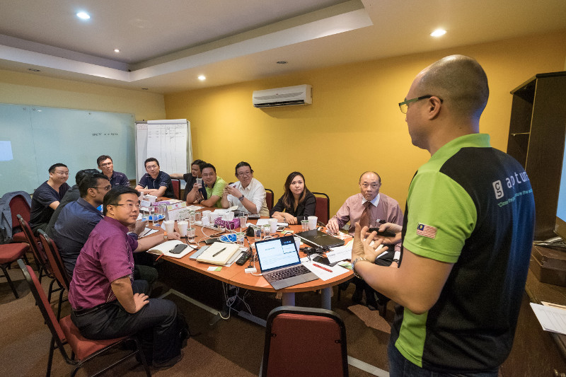 Gapture® Founder, Stanley Chee, speaking for a workshop held at Aglotel Wireless Solutions' office in Bandar Bukit Puchong.