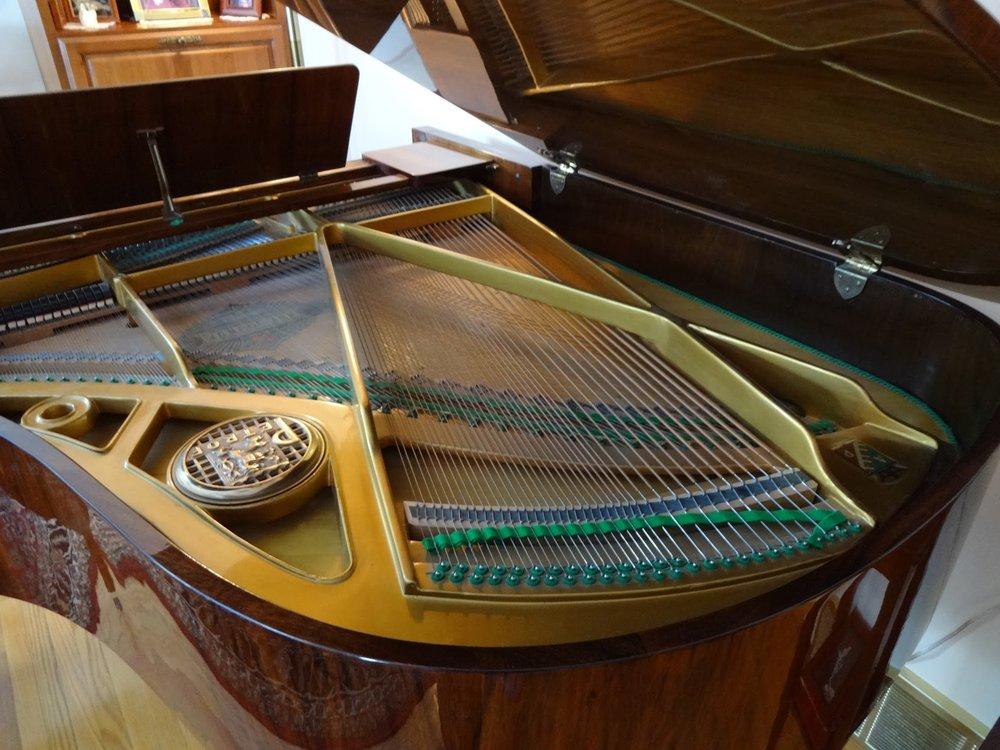 petra piano inside.JPG