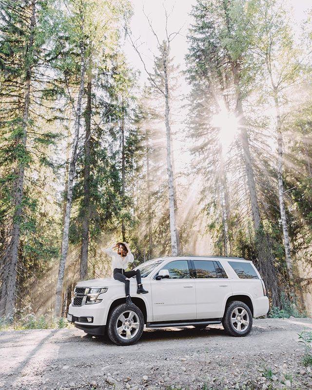 Недавно мне написали ребята из @chevrolet_russia и предложили небольшой челендж - съездить в путешествие по Карелии на Tahoe и уложиться в 300 литров бензина на всё про всё 👌Учитывая мощный шести литровый мотор и 400+ лошадиных сил под капотом, я слабо верил в его экономичность 😅 Но на деле все вышло совсем наоборот, топливо этот танчик потребляет как какой-нибудь среднеразмерный SUV - технологии ☝️а сколько удовольствия он мне доставил уух 🌲🚐🛣 #tahoe300liters