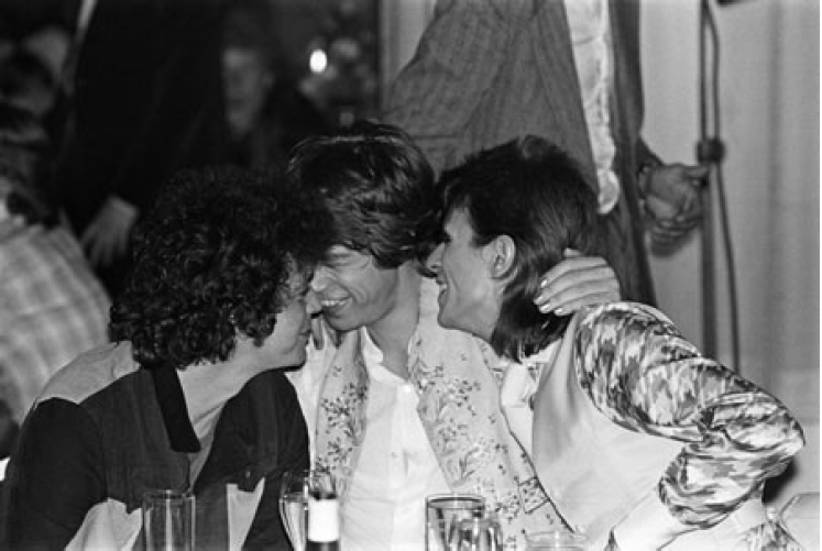 Reed, Jagger, Bowie Cuddling 1973