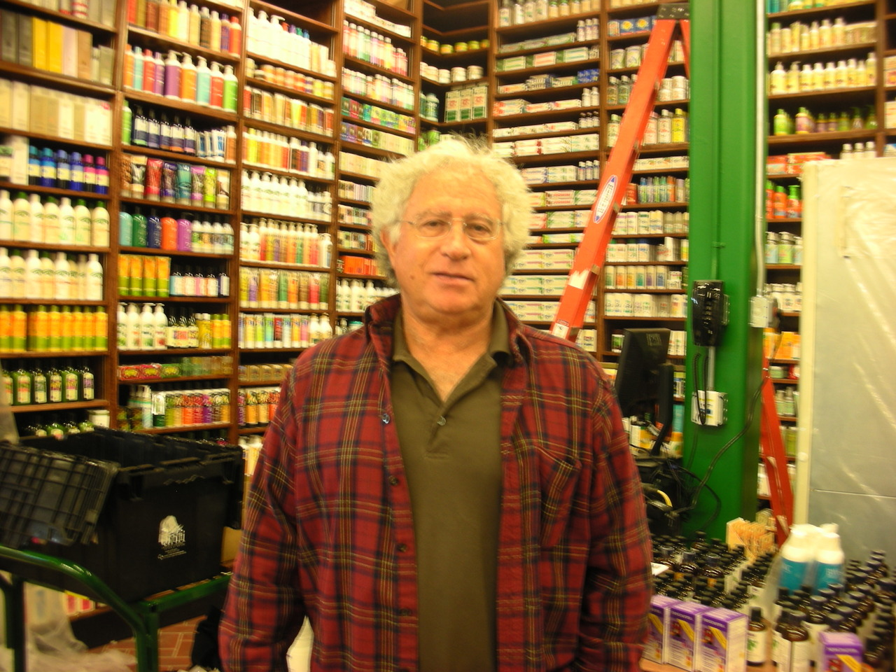 "Got a personal pre-opening tour of Stamford's Fairway Market. Howie Glickberg (he's the guy in the photo), grandson of the man who started the original store on Manhattan's upper west side, showed me the enormous 85,000 square foot space — the largest of all the Fairways.   It's not finished, but people were busy stacking shelves and checking equipment.   All I can say is — I'm impressed. I already have a shopping and lunch date with one of my friends, just to fill up on all our regular groceries plus great olive oil, hand-rolled bagels, fresh fish for dinner, gluten-free almost everything you can think of, an enormous selection of produce and all the Thanksgiving products you need, either regular or organic.   But then there's the Cafe. A place to get lunch and sit in the glassed-in atrium and have some social time. My first thought about the Cafe was that it reminded me of the cocktail hour at a wedding or bar mitzvah. Honestly, there's going to be a carving station with things like prime rib and kobe beef, salmon and pastrami,  a ""wokery"" and pasta station where you get to pick your personal stirfry ingredients or pasta additions and a chef will cook up your food right then and there, a salad station (of course), soup station, pizza (from a brick oven), sandwiches and paninis, and sushi. There will also be a chef cooking fresh burgers, hot dogs and Philly cheesesteaks (fries with that!). And the snack and dessert stations: smoothies, gelato. A barista bar with different coffees and pastries.   Can I spend the whole day? Hmmm. Forgot to ask about wireless internet service. Have to make a quick phone call….."