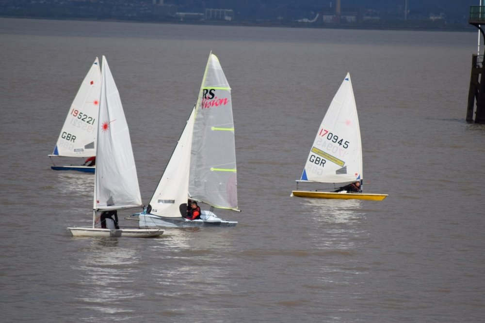 Boats struggle to make progress during Clevedon's Easter Bonnet Race