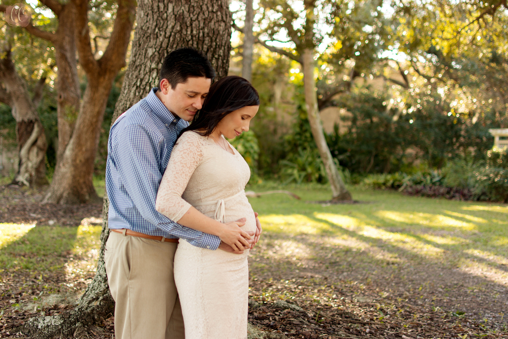 Couples maternity session at The Tampa Garden Club with family photographer  Carlie Chew Photography
