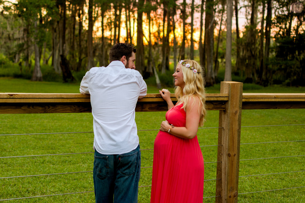 Maternity photos at sunset in Odessa, Florida taken by family photographer Carlie Chew Photography