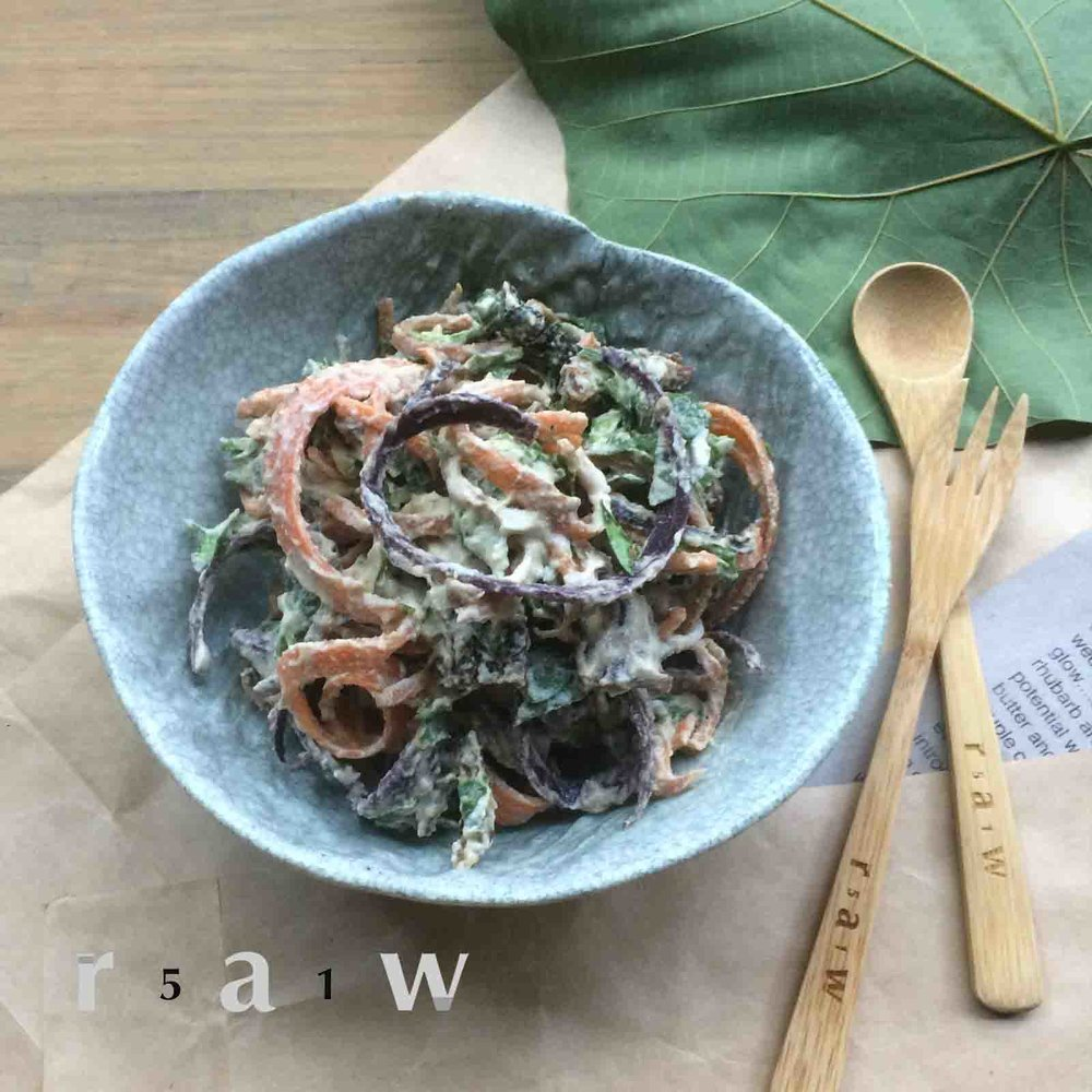 51raw.com-raw-food-diet-carrot-noodles-sundried-tomato-baby-spinach-cashew-cheese-recipe.jpg