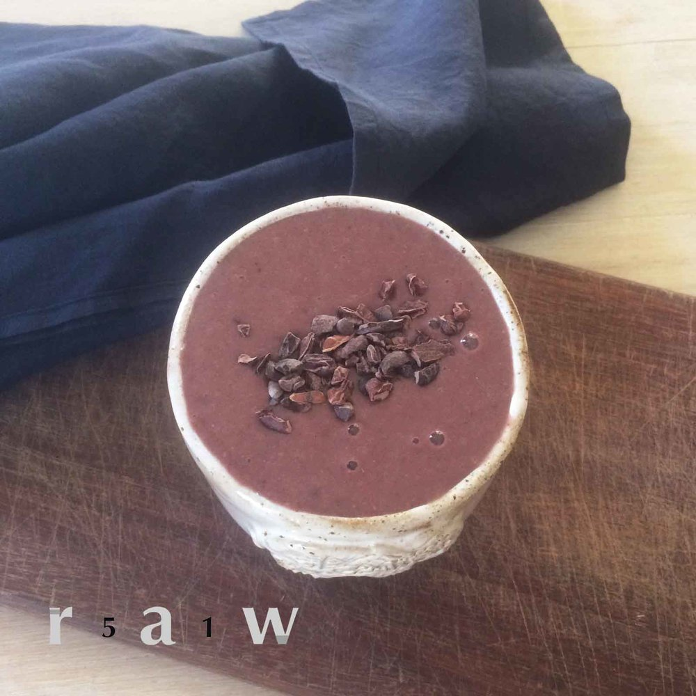 www.51raw.com-raw-food-diet-smoothie-recipe-creamy-carob-blue-majik.jpg