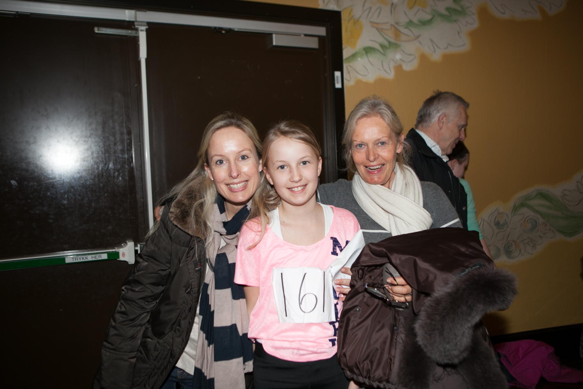 Tre genrasjoner på audition, mor Anette Sinding Langtind, datter Charlotte Sinding Langtind og mormor Mette Langfeldt Sinding