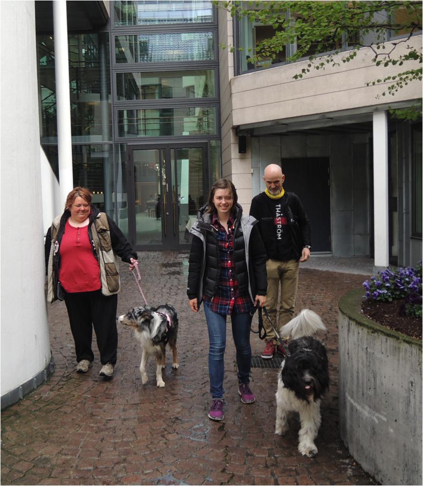 Sandy: Marianne Elise Methi og Fant (t.v) og Tuva Onarheim og Ziggy (t.h)