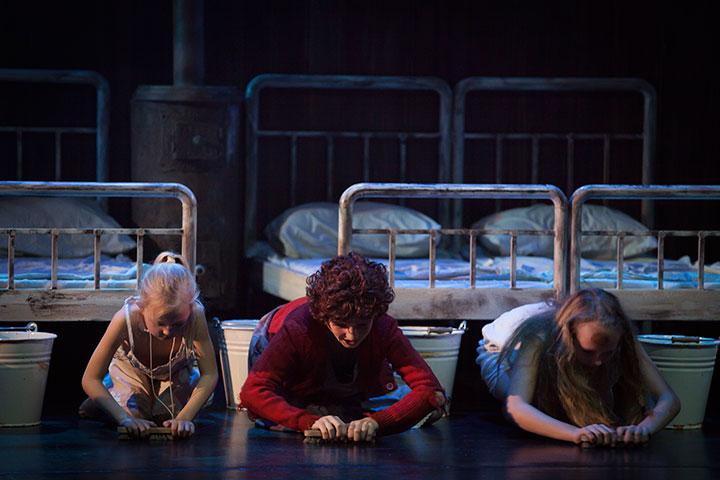 Annie har premiere på Folketeateret 27. september 2013
