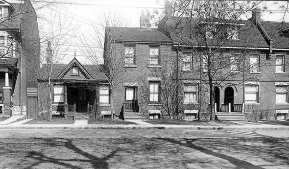 photo-toronto-universityavenue-marypickford27shouse-two-floorcenter-howuniversityavsusedtolook-1924.jpg