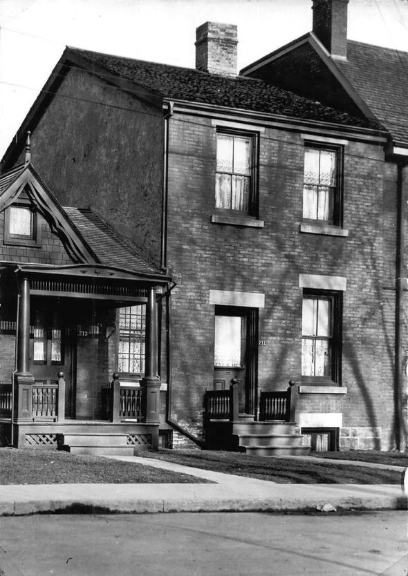 mary_pickford27s_birthplace_at_211_1.jpg