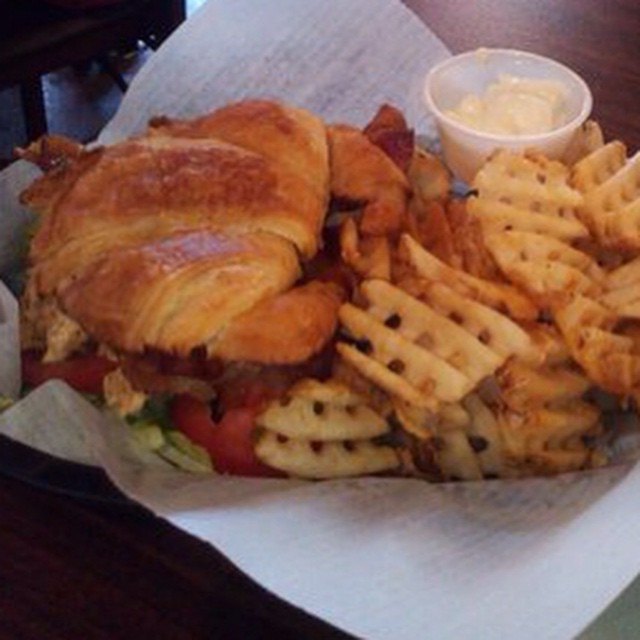 Chicken sandwich #chicken #toasters #toasterscafe #toastershouston #downtownhouston #houstoneats #houston