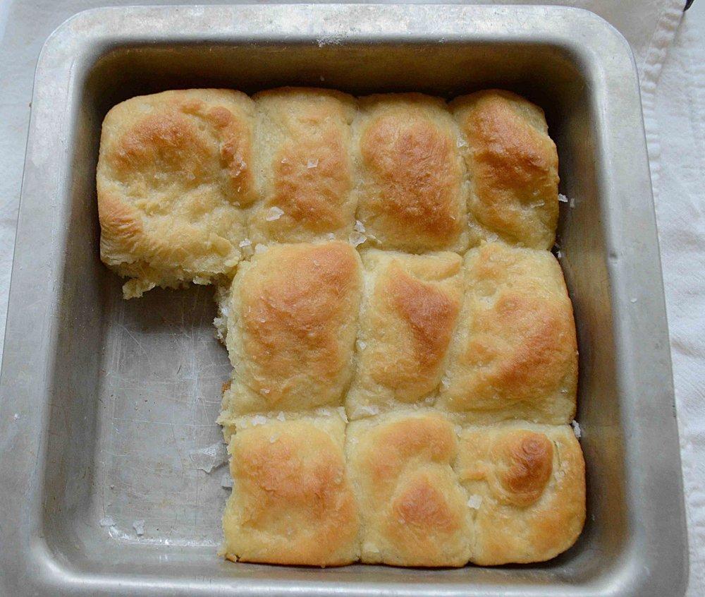 One-Pan Buttermilk Dinner Rolls