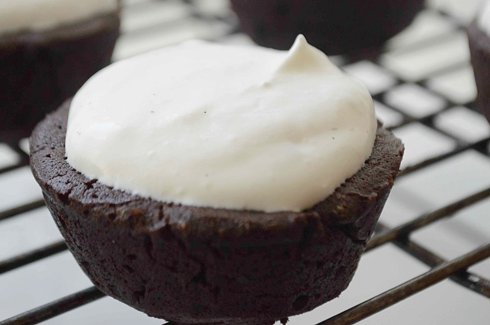 Fudgy Flourless Chocolate Cupcakes with Vanilla Bean Créme Fraiche Frosting