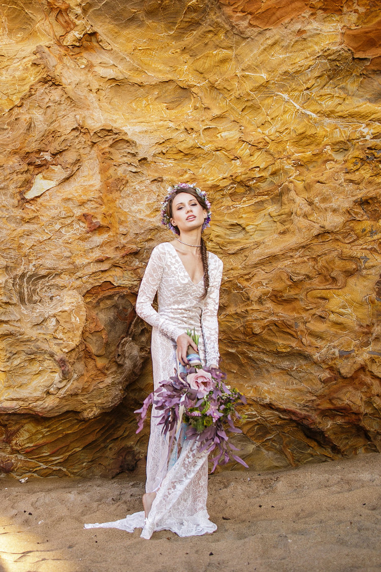 Model Amy Vosters | www.amyvosters.com Hair by Nadia Markova, Salon on the Square | www.instagram.com/nadiastudio Florals by Laura Kuras, Mi Corazon Designs | www.instgram.com/micorazondesigns Wardrobe & Styling by Jillian Leigh, Wear Your Love | www.wearyourlove.com Photos by Carly Jean, Carly Jean Photography | www.carlyjeanphoto.com