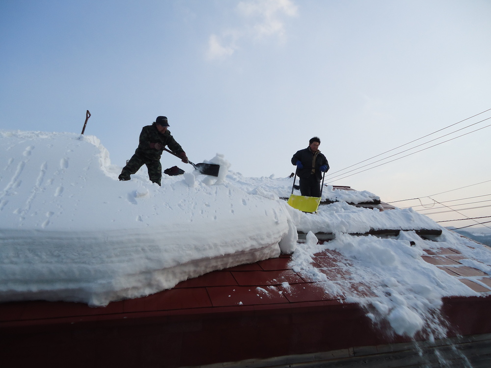 Rooftop shoveling