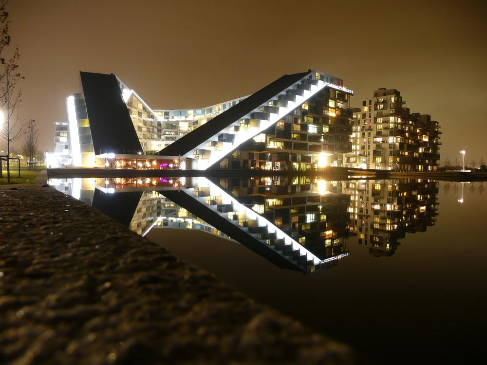 8 tallet i mørke. Arkitekter:Bjarke Ingels Group